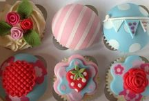 All things scrummy / Mostly yummy cupcakes, including a few of my own creations...