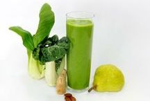 Our Favorite Green Smoothies / Green smoothies using healthy, nutrient-dense leafy greens. #Drinkyourgreens!