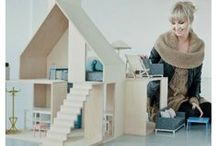 How to make a dolls house / It's easy to make a dolls house for your kids in just 12 easy steps. Here you'll find easy, step by step instructions for making your own dolls house.