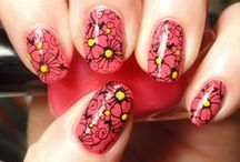 Nail Flower / by Busy Asants