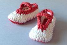 Ballarines vermelles i blanques / Ballarines de llana (sola de perlé) per a nadó fetes a mà.