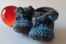Botetes blaves / Botetes de llana per a infant fetes a mà.