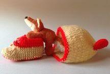 Botes vermelles i beig / Botes de llana per a infant fetes a mà.