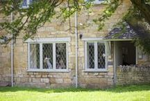 Bumble Bee Holiday Cottage in Broadway / Bumble Bee Cottage is a beautiful Cotswold stone cottage in the heart of Broadway, only a two minute walk from the bustling village centre. A perfect retreat for two; our quaint Holiday Cottage has been furnished to the highest standard with a contemporary yet cosy feel throughout and lovely private garden.