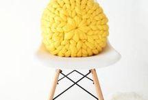 Déco Jaune ⭐  (il n'y a pas d'emoji moutarde) / Comme un rayon de soleil, le jaune en décoration intérieure apporte le sourire. C'est une couleur à la fois originale, surprenante et pleine de personnalité. Je l'aime sans nuance et très profond : le jaune moutarde en déco est clairement mon grand coup de coeur !