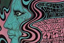 """Wes Wilson / Wes Wilson (nacido el 15 de julio 1937) es un americano artista y uno de los principales diseñadores de carteles psicodélicos. Es principalmente conocido por el diseño de carteles para Bill Graham de The Fillmore en San Francisco , inventó un estilo que ahora es sinónimo con el movimiento por la paz , era psicodélica y la década de 1960. En particular, es conocido por inventar y difundir una fuente """"psicodélico"""" alrededor de 1966 que hicieron las cartas parecen que se movían o fusión."""