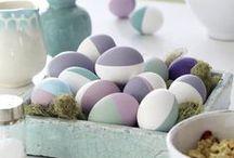 Feste feiern... Ostern / Mit dem Frühling halten nicht nur frische Farben, duftende Blumen und unsere gute Laune Einzug. Bunt bemalte Eier, kuschelige Hasen und Kränze machen unsere 4 Wände zu etwas ganz besonderem.