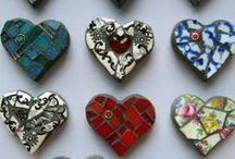 Mosaik / Stein für Stein entsteht ein wundervolles Ganzes. Die Mosaik-Kunst basiert immer auf dem selben Prinzip und ist doch so vielseitig. Lass Dich von den trendigen Mosaik-Ideen inspirieren.