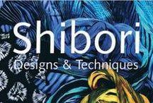 Batik | Shibori / In den 70ern war Batik ein ganz großes Thema, welches leider im Laufe der Zeit fast in Vergessenheit geraten ist. Doch nun ist es zurück und ist sogar auf den Laufstegen der Welt zu finden. Der coole Hippie-Chic lässt sich vielseitig gestalten und sorgt für tolle Hingucker!