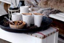Hygge Life ✦ / Vivre à la danoise ✦ Prendre son temps ✦ Fabriquer, faire des DIY, cuisiner ✦ Profiter de son intérieur ✦ Vivre au rythme des saisons ✦ Lire un livre ✦ Boire un chocolat chaud ✦ Allumer un feu de cheminée, des bougies et des petites lumières ✦ Profiter de sa famille et de ses amis, tranquillement ✦ Vivre slow life ✦ Admirer la nature ✦