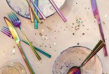 Tendance irisée / Dans cette tendance irisée tous les domaines se mélangent : beauté mode et décoration adoptent le décor holographique. Les années 80 et la licorne sont alors reines !