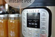 Easy Instant Pot Recipes / Easy Amazing recipes you can make in you Instant Pot! My all-time favorite kitten tool! <3
