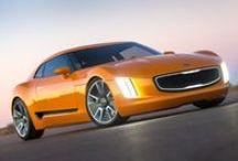 Kia / Marchio coreano unito al grande gruppo Hyundai. Vasta gamma di automobili che sorprendono il grande pubblico.