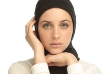 Capsters Sports Hijabs / Capsters headwear is designed to stay in place during your active sports play. We create sports hijabs made of stretchable materials and in different colors. Through the ready-made fit of our designs, there is no need for an undercover, pins or knots. This makes our products a comfortable and practical solution to cover your head during sports.