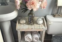 ✨ b a n h e i r i n h o ✨ / Uma seleção de decoração para banheiros pequenos! Muita inspiração para esse pequeno espaço tão temido dentro da nossa casa :)