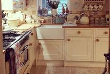 Country Kitchens / Rustic kitchens full of charming spaces and wood finishes