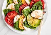 Salads / Leafy green salads, flavorful dressing, crunchy toppings, fresh vegetables - endless opportunities!