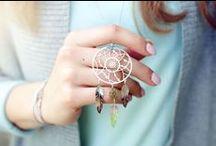 KINGY blog o biżuterii - sesje zdjęciowe - modna biżuteria / Tablica zawierająca zdjęcia z sesji umieszczane na http://blog.kingy.pl blog o biżuterii z najmodniejszą biżuterią. Kolczyki, bransoletki, naszyjniki, zawieszki broszki. Złote, srebrne, stalowe... Wszystko dla miłośników biżuterii oraz tego co jest modne. Do tego ciekawe stylizacje, najnowsze stylizacje i najmodniejsze ciuchy..  #modna #złota #srebrna #biżuteria #pierścionek #pierścionki #bransoletka #naszyjnik #kingy #blog.kingy.pl #jewellery #fashion