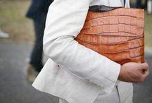Borsa Bag Bolsa バッグ حقيبة / All that serve women, it's in the bag.