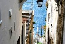 Amalfi Coast 阿马尔菲海岸 / A gorgeous woman with everything in the right place, a pearl, a flower, the Amalfi Coast.