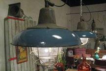 Sfeervolle industriële lampen  en fabriekslampen / Verzameling van industriële lampen en fabriekslampen voor een tijdloze inrichting.