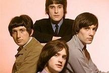 The Kinks Merchandise Wholesale / Rock Off is a wholesale distributor supplying official band and music merchandise for The Kinks and many other top artists.