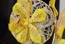 Flower Arrangements / Delicately composed floral arrangements
