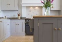 Redland Town House / A hand painted traditional Shaker kitchen with a blend of oak and sandstone worktops and utilitarian centre island.