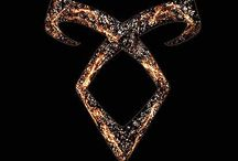Shadowhunters and Downworlders / Shadowhunters: Looking better in black than the widows of our enemies since 1234