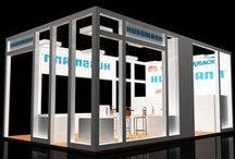 """Hussmann / Hussmann  Stand de expocision diseñado para la empresa Hussmann, diseño de tipo """"Custom"""". Fundada en 1906, ha ofrecido productos, servicios y soluciones innovadoras para conservar y exhibir alimentos frescos. La empresa goza de reconocimiento mundial como un líder en la fabricación, venta, instalación y servicio de equipos para exhibición y sistemas de refrigeración para clientes de la industria de venta de alimentos al detalle.  Sitio Web: http://www.hussmann.com/es"""