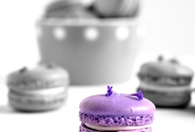 Almost black and white macarons / Great macaron pictures with a little twist