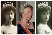 Queen Maud Grand Diamond tiara - Norwegian Royal Family / The tiara was a gift to Princess Maud of Wales for marrying  Prince Carl of Denmark, later King Haakon of Norway. Queen Maud's only son Olav inherited her jewellery. Of some reason Maud's jewellery was kept in Englang during the WWII until the Coronation of QEII in 1953. His wife Princess Märtha died in 1954. She never got to use her mother in-law's Grand Diamond tiara. Märtha's oldest daughter Princess Ragnhild has used it since 1968. But as far as I know; never used the tiara since 1989.