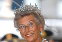 Turquoise Tiara - Norwegian Royal Family / A tiara that's formed as a full crown. Princess Astrid inherited the turquoise crown after her paternal grandmother queen Maud. It was made for Queen Alexandra of United Kingdom, nee princess of Wales and Denmark. Queen Maud inherited it 1925. The tiara will go back to the king (main line in the Royal family) when Princess Astrid dies. So she has told historian Trond Norén Isaksen.