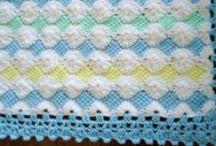 crocheting / by Laura Navarrete
