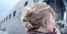 Frisuren fürs SIGHTSEEING / Wenn ihr auf Reisen seid müssen die Haare manchmal einfach aus dem weg und sollen nicht stören. Hier findet ihr praktische Frisuren für unterwegs, damit die Haare nicht stören.