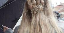 Frisuren mit HAARSPANGEN • Perlen • Federn / Schick und ausgefallen sind Haaraccessoires wenn sie glitzern, schön schimmern oder einfach auffallen. Haaraccessoires oder Haarschmuck sind halt immer eine gute Idee, in langen Haaren, in mittellangen Haaren und auch in kurzen Haaren. Die schönsten Frisuren mit Perlen, Federn, Haarspangen und Haarkämmen findet ihr hier. Alles was funkelt und glitzert und glamourös aussieht.