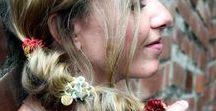 Frisuren mit HAARREIFEN • Haarbänder • Haargummis / ...weil Haargummis, Haarreifen, Haarbänder aus den simpelsten frisuren etwas besonderes machen.  Haaraccessoires oder Haarschmuck sind halt immer eine gute Idee, in langen Haaren, in mittellangen Haaren und auch in kurzen Haaren. Die schönsten Frisuren mit Haargummis, Haarreifen, Haarbänder findet ihr hier.