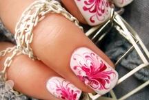 nails / by Ruth Ilena