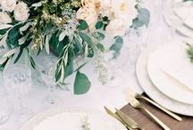 PLACE SETTINGS / You can have so much fun when it comes to styling your wedding place settings. Think about using different coloured and texture napkins, stylish cutlery and coloured glassware to really make your place settings pop.