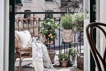 Kleine Balkone / Balkone, ob klein oder groß sind immer etwas besonderes. Wichtig ist nur, was du draus machst. Die wenigsten haben eine riesige Dachterrasse oder einen großen Garten, deshalb ist es umso wichtiger, auch die kleinsten Plätze richtig zu nutzen.