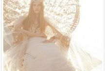 Wedding dress photo shoot ideas / Inspiration for photoshoots for our vintage lace wedding dresses