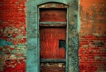 Turquoise & Red / What a striking color combination - turquoise & red. These pictures are inspiring.