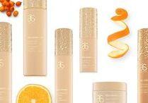 Arbonne Pielęgnacja skóry / Odkryj luksusową linię produktów Arbonne, które pomagają zwalczać oznaki starzenia się skóry i nadać jej młodszy wygląd.