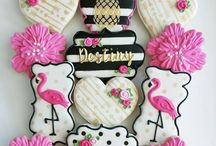Milestone birthday party ideas / Celebrating milestone birthday with beautiful and trendy themes. From Kate Spade inspired decor, gold and black sophistication and fun elegant style.