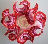 Hyperbolisches Häkeln - DIY / Häkeln als Kunst, Häkeln als Mathematik. Mithilfe der Maschen entstehen wunderschöne hyperbolische Formen, die an Korallen erinnern