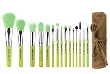 Green Bambu / Professional #ecofriendly #makeup brush, All sustainable #bamboo handle, #Vegan soft #synthetic bristles, #Hypoallergenic bristles, 100% #crueltyfree / by Bdellium Tools