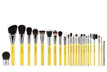 Studio / Professional makeup brushes with classic yellow full size handles. Made of anodized aluminum ferrule.