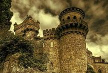 Castles and Ruins / by Cah Di Lorenzo