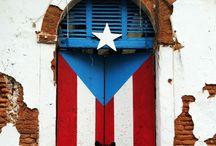 Doors of Old San Juan / Beautiful architecture in Old San Juan | http://boulevardsandbyways.com