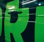 3D - (Car) Wrapping / FORM hüllt Fahrzeuge vom Smart bis zum XL-Truck in Folie: Knalllige Farben, prägnante Schriften und fotorealistische Motive sorgen für Hingucker. Bis die Folie einfach rückstandslos wieder abgelöst wird.